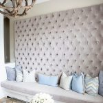 Изголовье дивана у стены